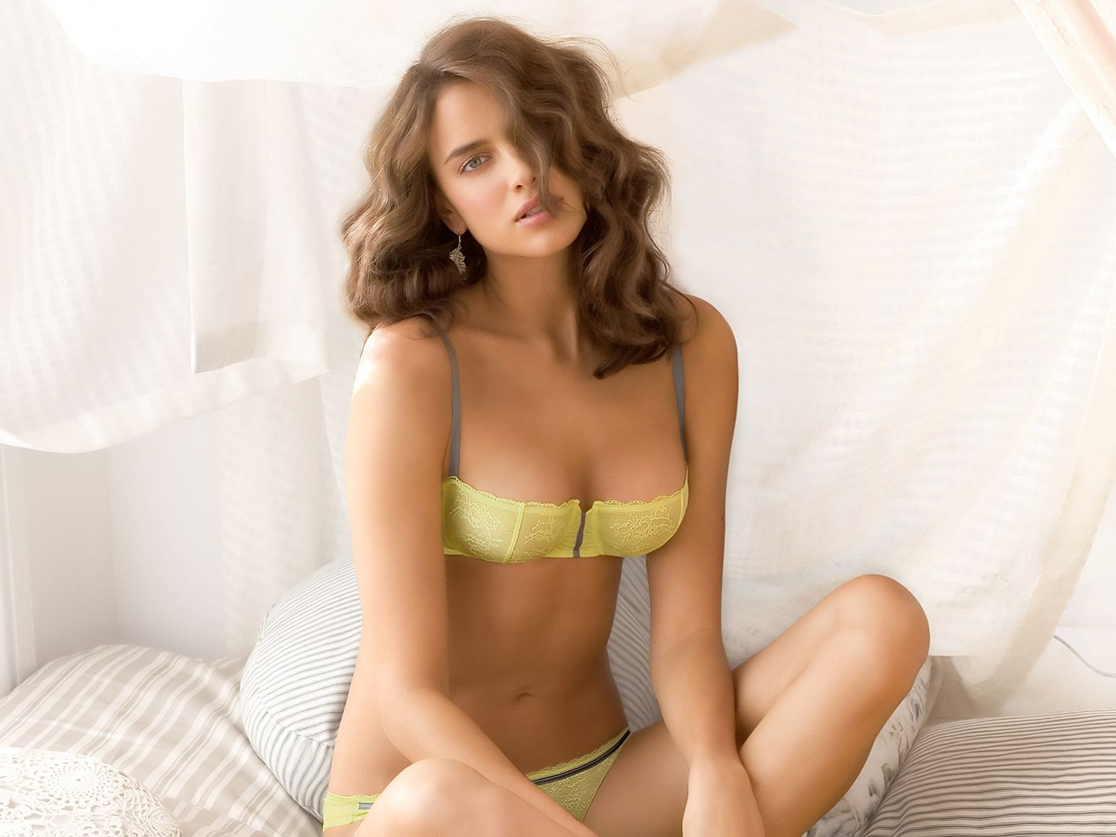 Yellow,bra & Knickers