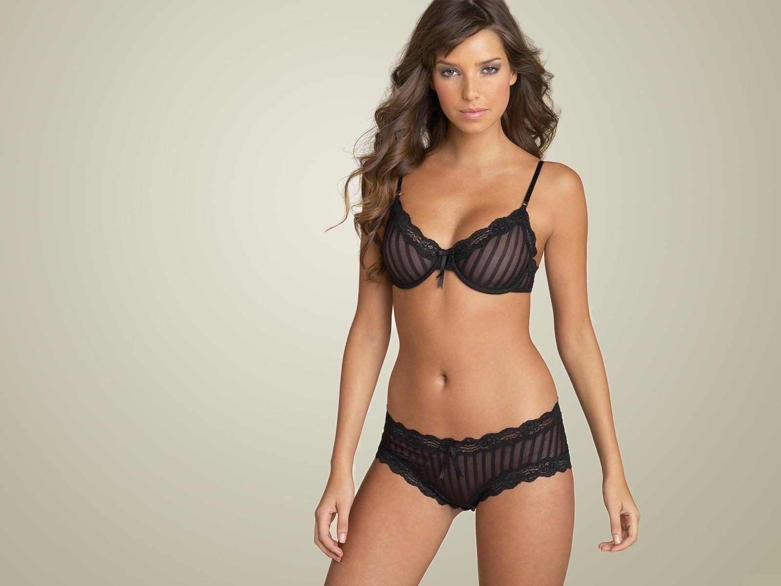 Black,bra & Knickers With Vertical Line Pattern