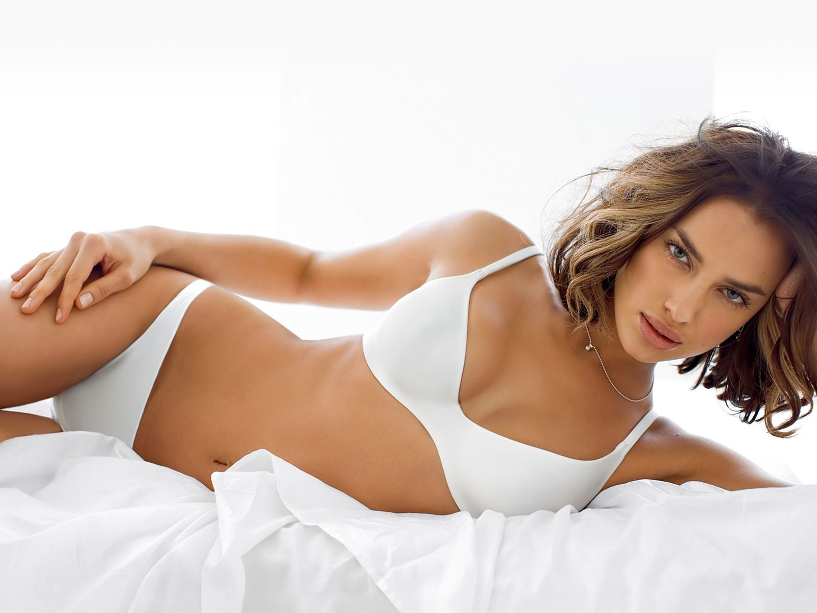 White,plain bikini no pattern