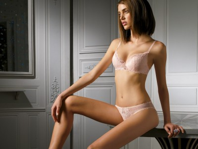 White,lacey bra and knickers lace white trim
